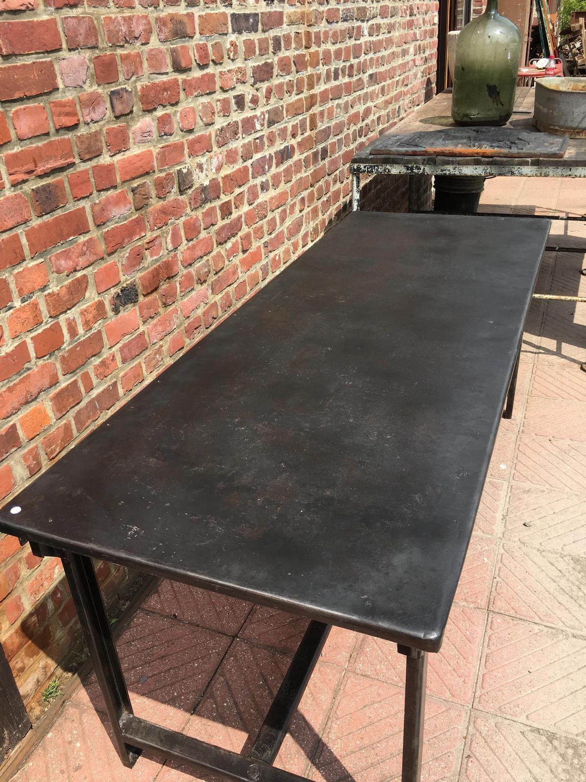 TABLE METAL (VENDUE)
