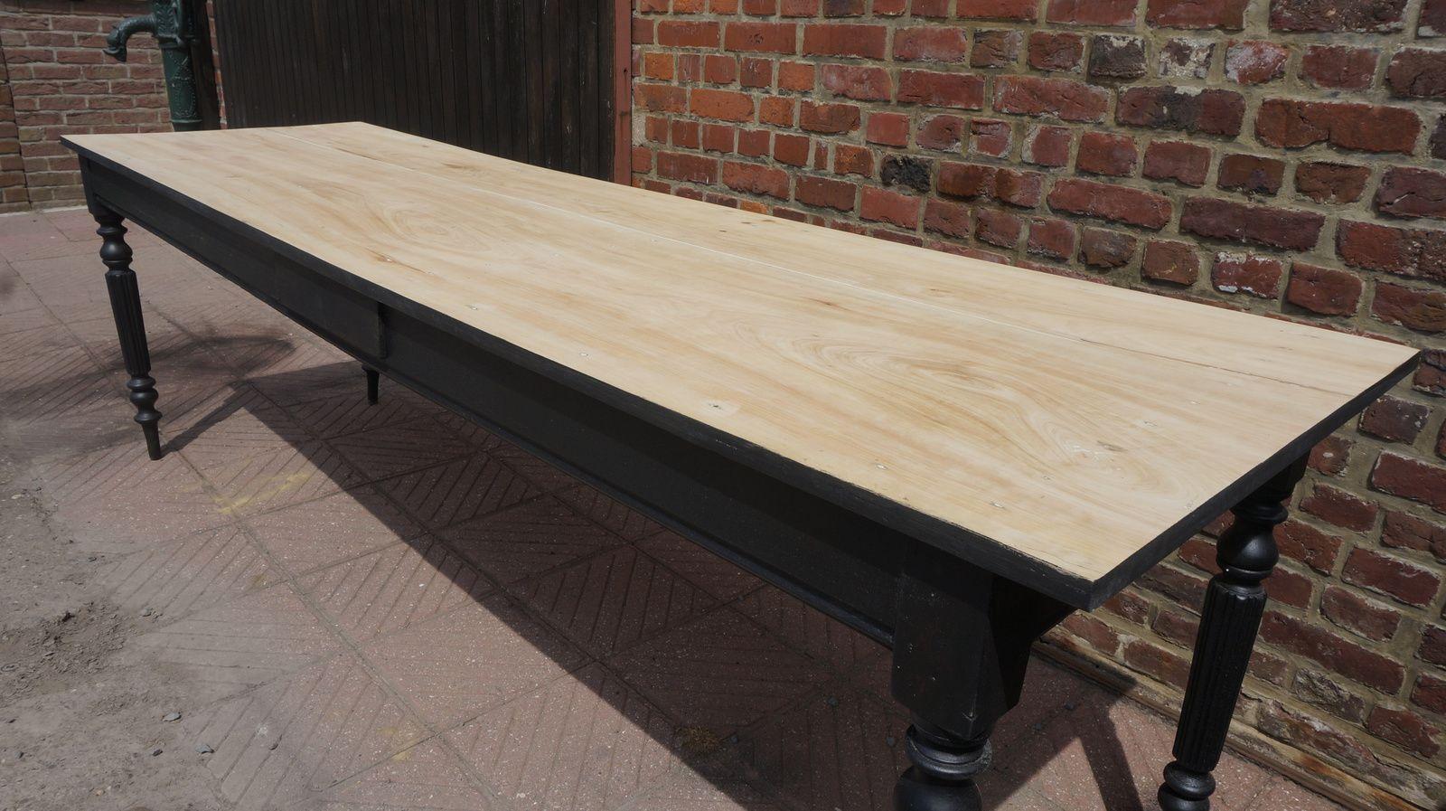 LONGUE TABLE (VENDUE)