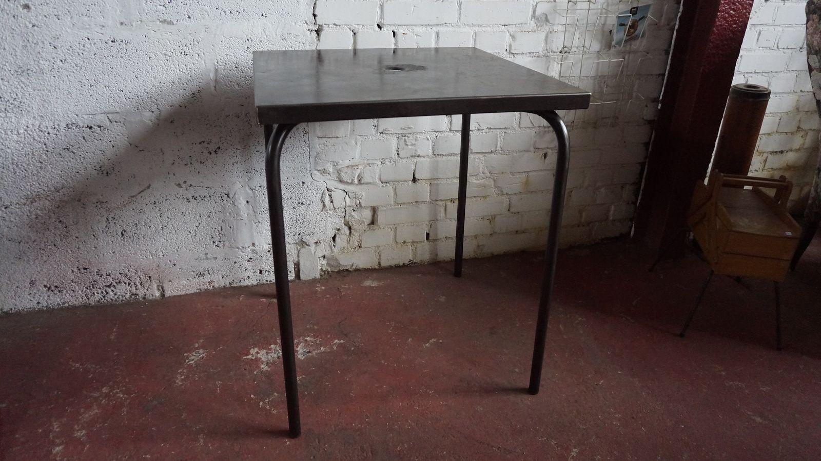 TABLE METAL