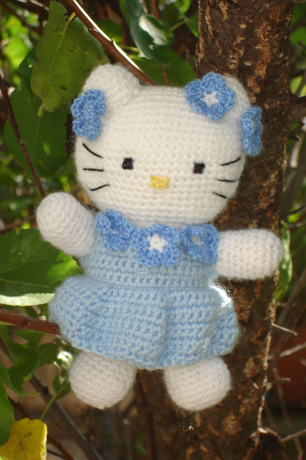 Hello Kitty au crochet - robe bleue