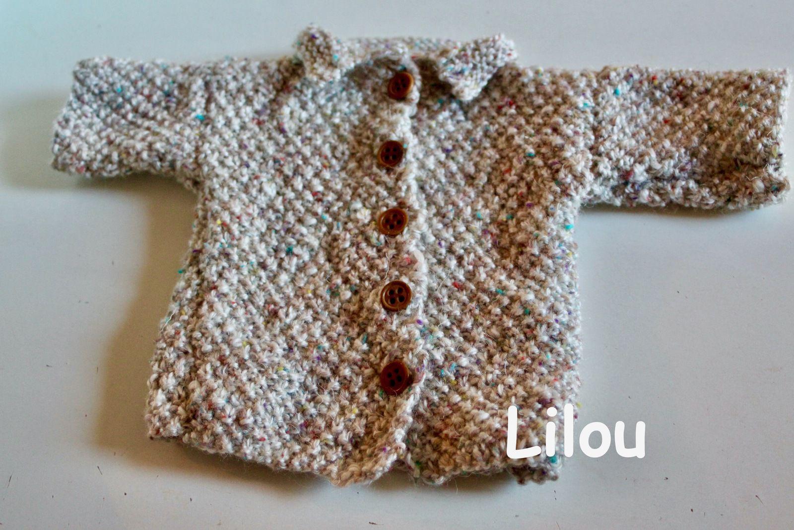 Manteau de poupée au tricot DIY modele tuto gratuit