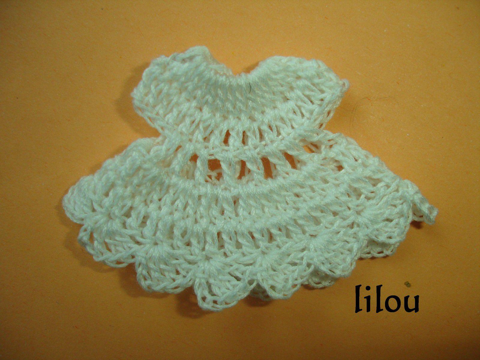 Mini layette au crochet DIY modele tuto gratuit