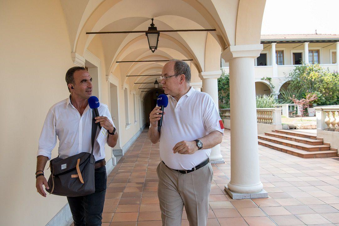 S.A.S le prince Albert de Monaco et Nikos Aliagas (© Europe 1)