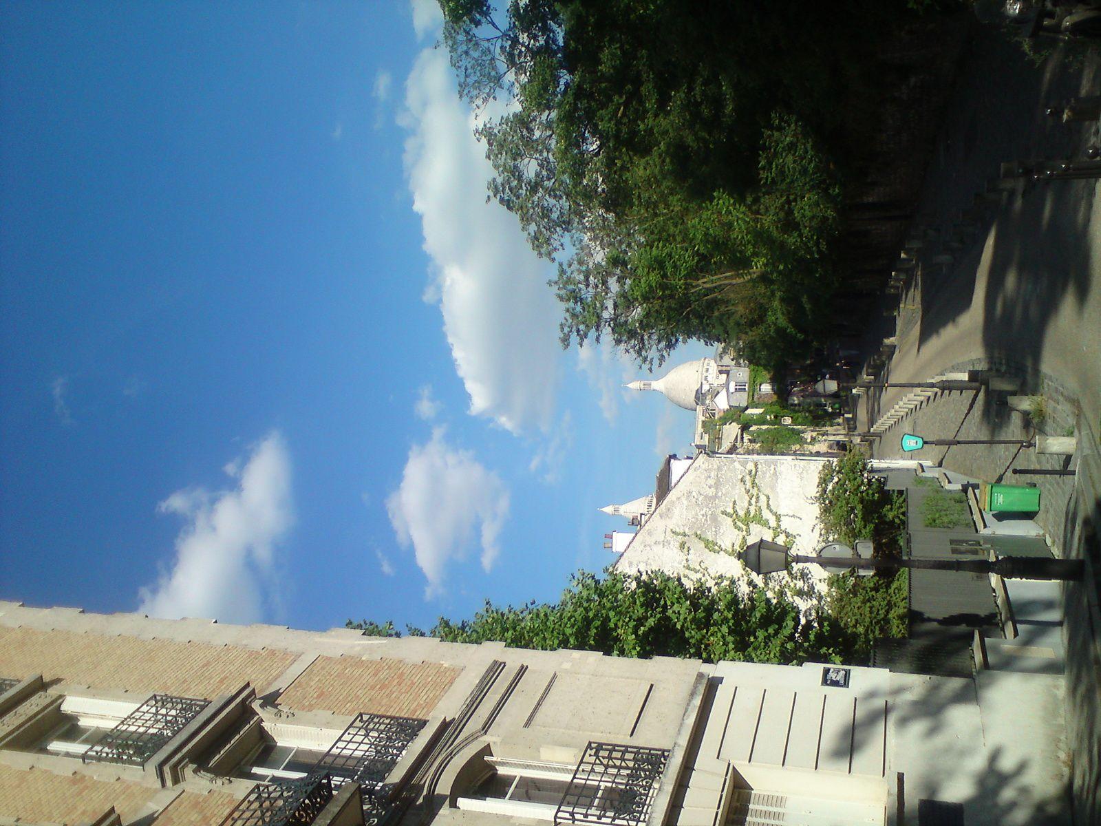 Plein soleil au début de l'été à Montmartre