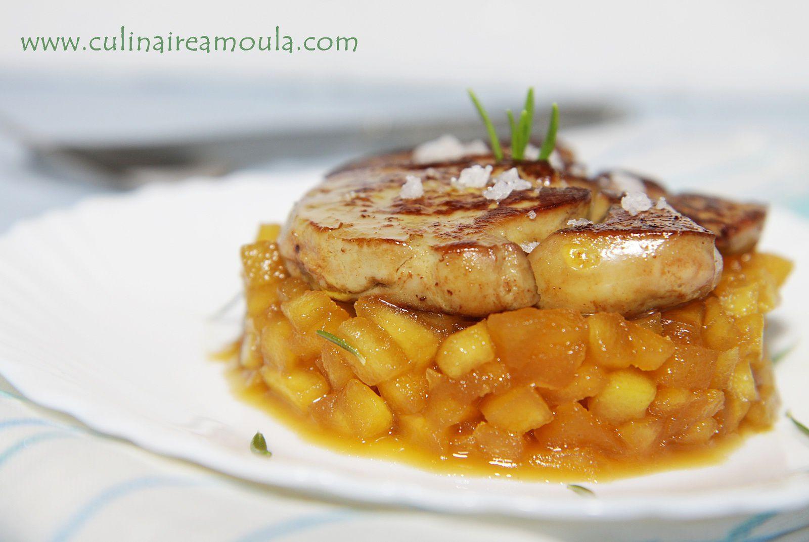Foie gras poêlé, pommes granny smith caramélisées et romarin