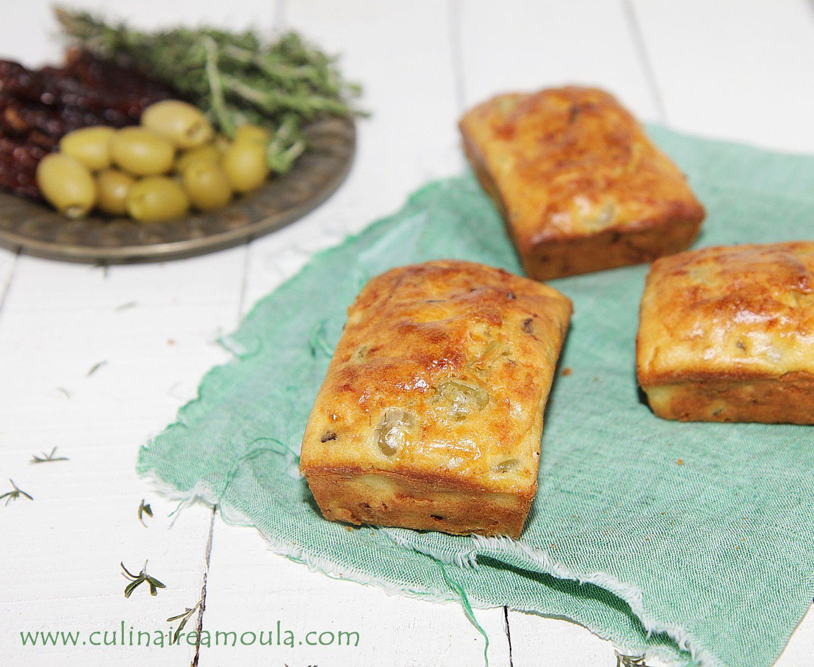 Cake salé aux tomates séchées, olives et origan