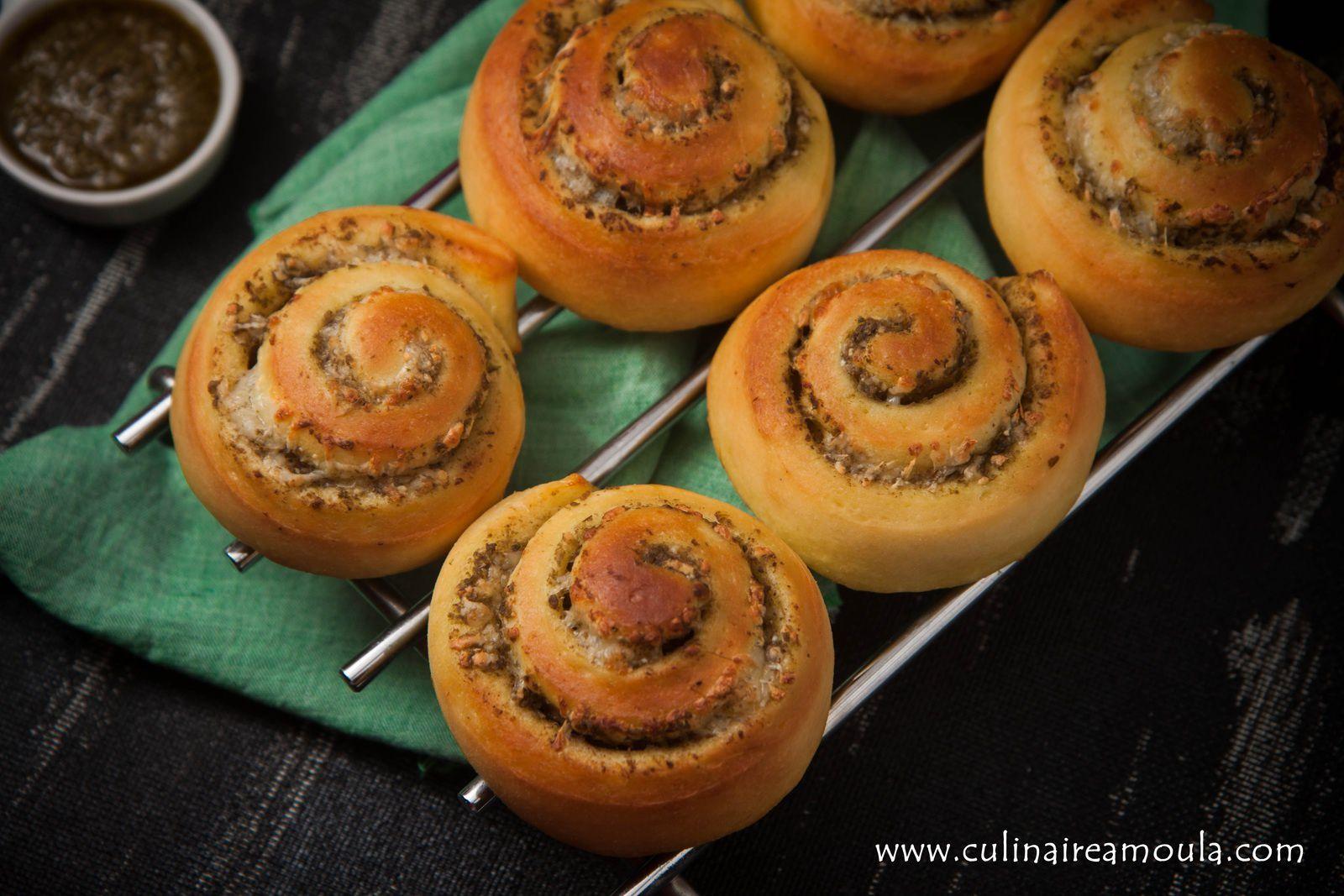 Petits pains escargots au pesto et mozzarella
