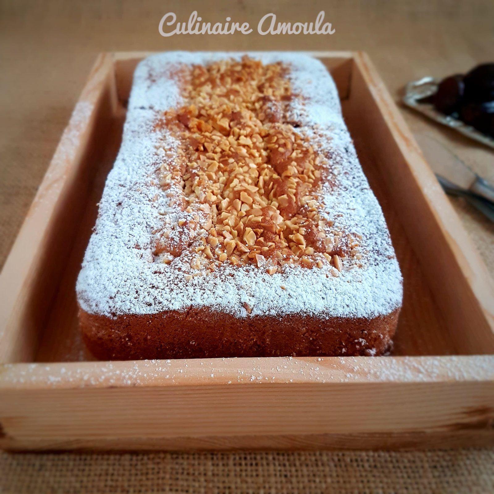 Cake farci aux dattes et aux amandes