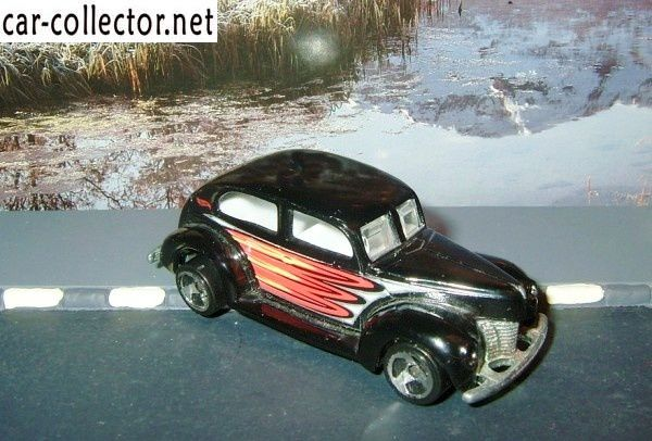 FAT FENDERED HOT WHEELS 1/64 - FORD 2-DOORS 1940