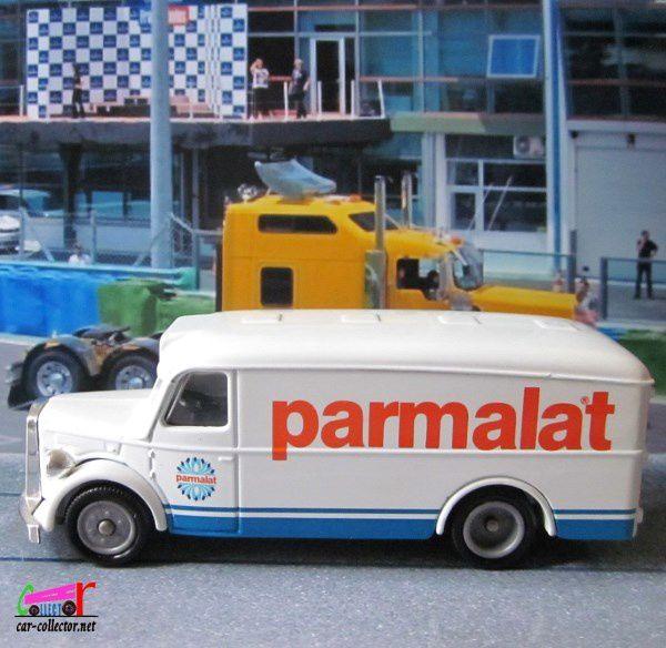 """Numéro 25 de la collection Altaya """"Camions d'antan, les véhicules commerciaux du passé"""", paru en août 2001, échelle 1/60, code barres T6355, certificat d'édition limitée portant le numéro: AB7842."""