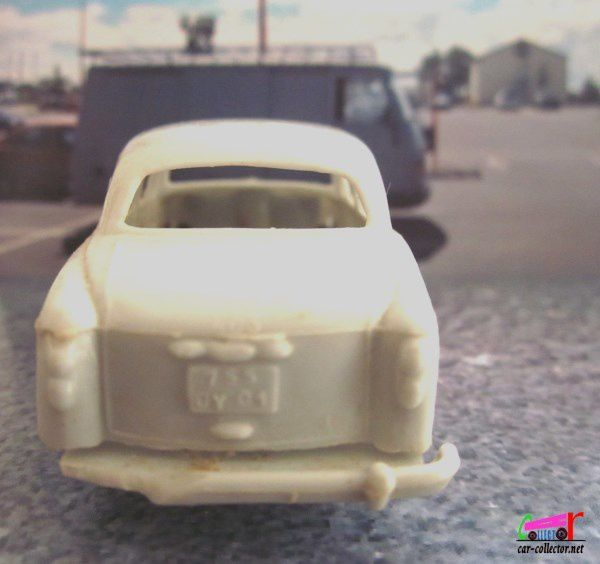 PEUGEOT 403 8 LUXE BERLINE CREATION CLE 1/48