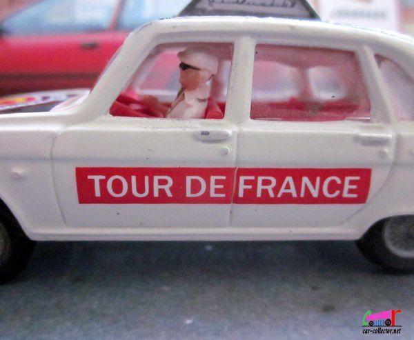RENAULT 16 TS TOUR DE FRANCE AVEC CAMERA ET CAMERAMAN CORGI 1/36 PARAMOUNT PICTURES
