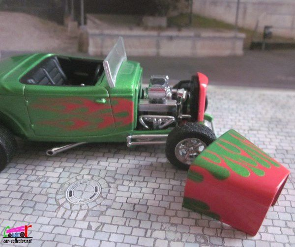 32 FORD STREET ROD UNIVERSAL HOBBIES 1/43