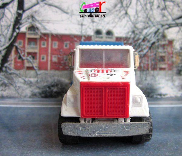 WHITE ROAD BOSS 2 CAMION DE COURSE MAJORETTE 1/60