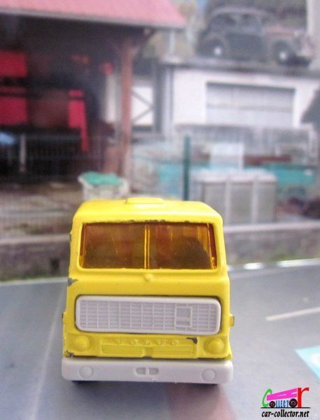 CAMION VOLVO F89 PLATEAU A RIDELLES NOREV 1/90