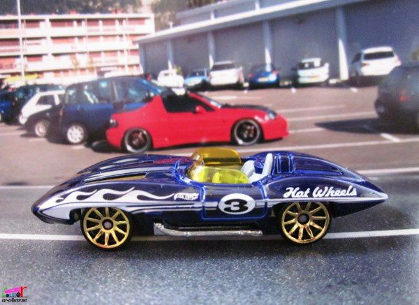 CHEVROLET CORVETTE STINGRAY CONVERTIBLE HOT WHEELS 1/64
