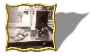 Renault 5 Turbo Bobcat: le master échelle 2 à gauche, l'empreinte en araldite à droite et la maquette sortie du moule définitif.