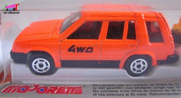 320-H TOYOTA 4WD TOURISME + PLANEUR MAJORETTE 1/55
