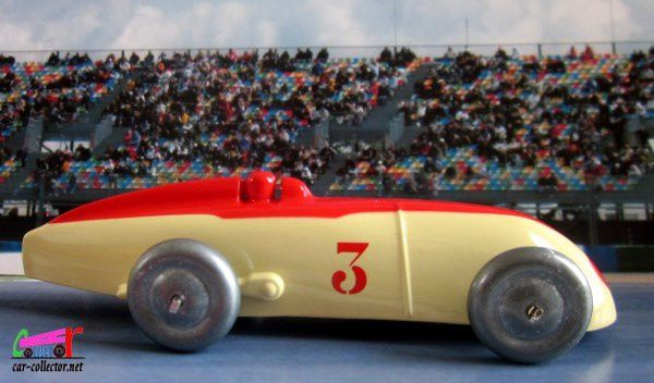 FASCICULE N°83 AUTO DE COURSE DINKY TOYS REEDITION ATLAS 1/43