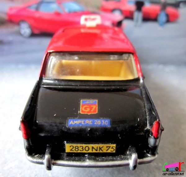 PEUGEOT 404 TAXI RADIO G7 DINKY TOYS 1/43