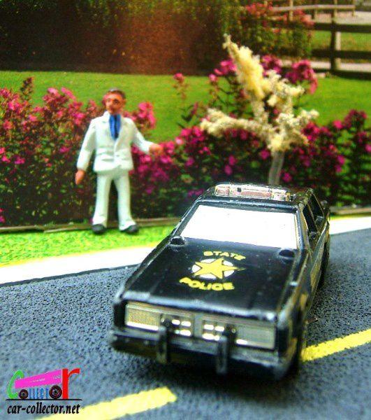 FLIP ROARIN' POLICE CAR HOT WHEELS 1/64
