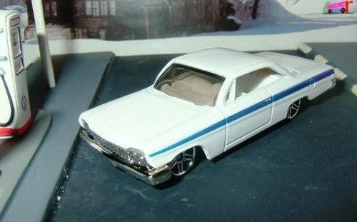 62 CHEVY BUBBLE TOP HOT WHEELS 1/64