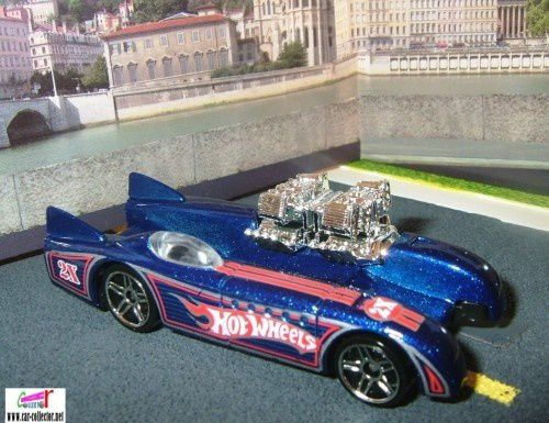 DOUBLE VISION HOT WHEELS 1/64 VOITURE FUTURISTE