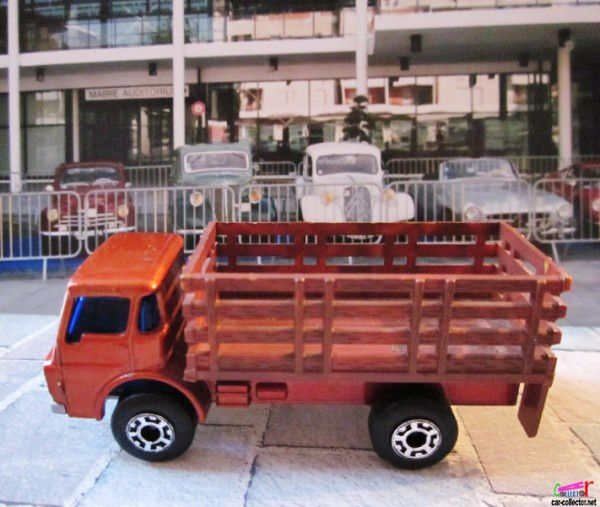 MB71-e. CAMION FOURRAGERE DODGE CATTLE TRUCK MATCHBOX 1/86