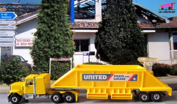 GMC VAN TRAILER UNITED FEED AND GRAIN HOT WHEELS 1/64