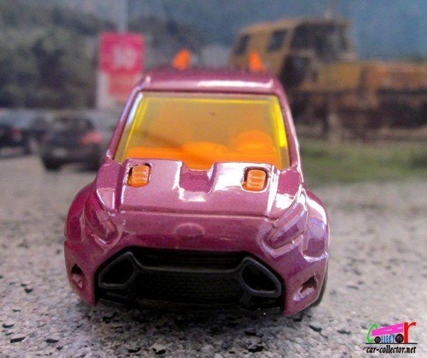 FORD TRANSIT CONNECT HOT WHEELS 1/64