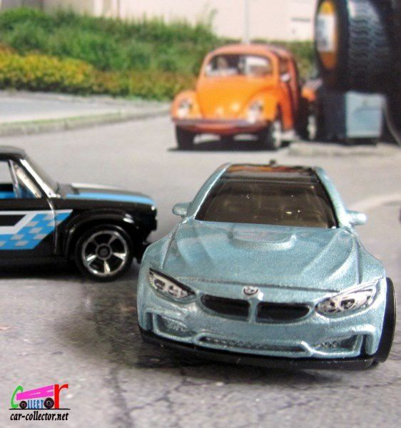BMW M4 HOT WHEELS 1-64