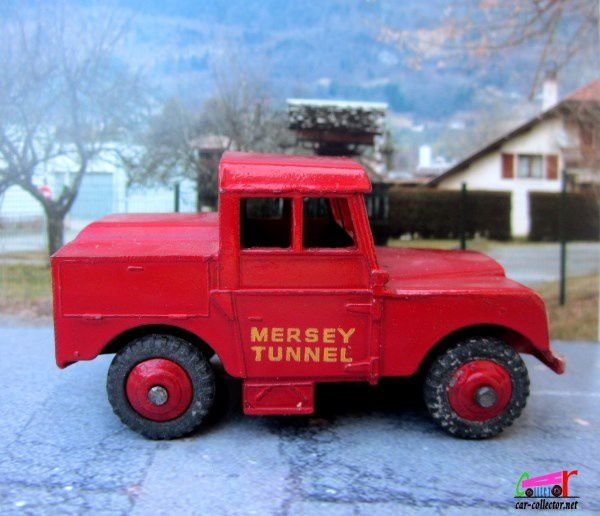 LAND ROVER MERSEY TUNNEL DINKY TOYS 1/43