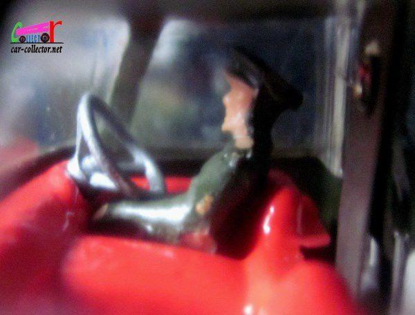 COMMER FOURGON VITRE US MILITARY POLICE TRUCK WITH FLASHING LIGHT CORGI 1/45