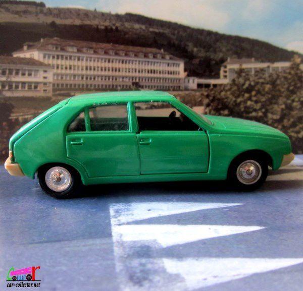 renault-14-r14-vert-emeraude-1976-devant-le-lycee-edgar-faure-morteau-solido-gam1-43