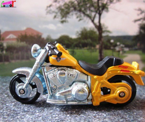 moto-harley-davidson-fat-boy-2012-030-hot-wheels-1-64