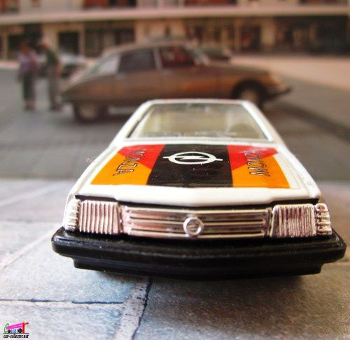 OPEL MONZA SILVER SPECIAL 1/43 HOT WHEELS