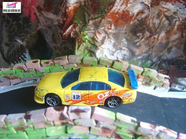 holden-commodore-ss-yellow-2001-143-hot-wheels