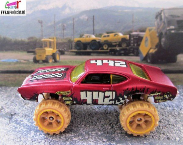 olds-442-w30-2011-185-thrill-racers-desert-hot-wheels
