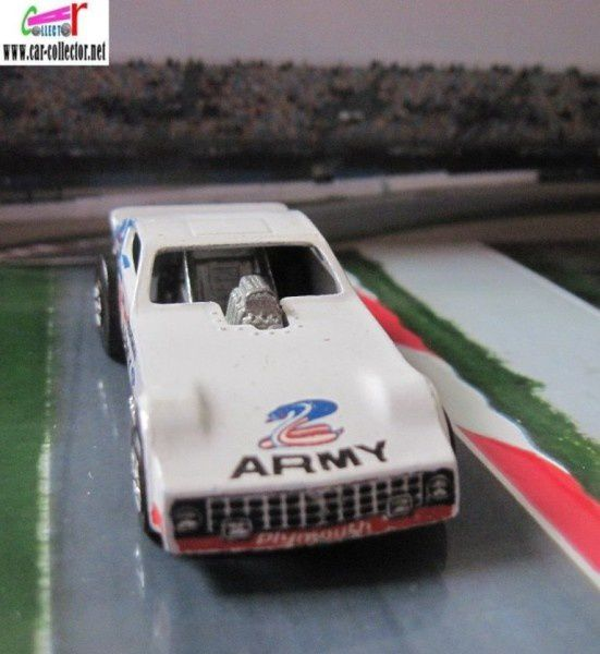 ARMY FUNNY CAR 77 PLYMOUTH ARROW FC HOT WHEELS 1/64 DRAGSTER