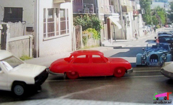 panhard-dyna-berline-rouge-jouef-echelle-ho-made-in-france