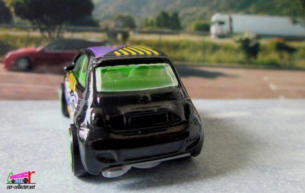 FIAT 500 HOT WHEELS 1/64.