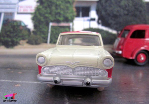 FASCICULE N°3 SIMCA VEDETTE CHAMBORD DINKY TOYS REEDITION ATLAS 1/43