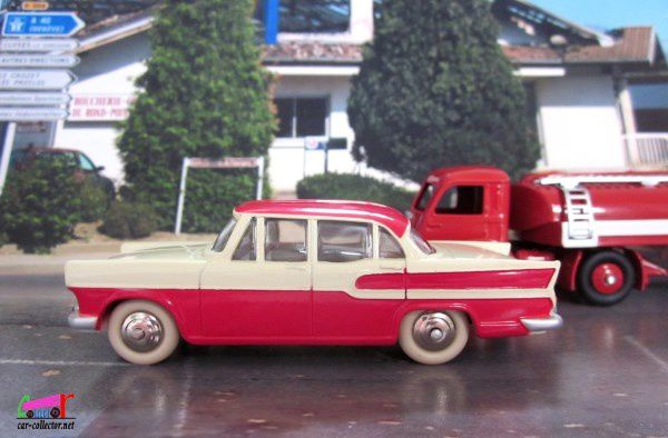 simca-vedette-chambord-rouge-et-blanche-dinky-toys-atlas-1-43