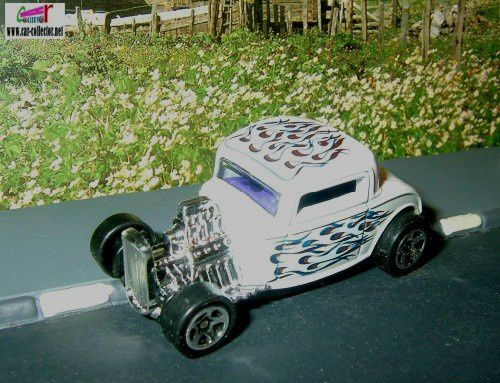 32-ford-white-collector-1018-hot-wheels