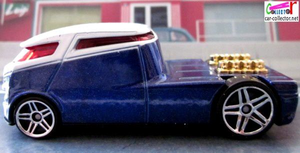 qombee-blue-vw-combi-first-editions-2006-017-hot-wheels