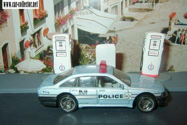 police-cruiser-holden-commodore-police-car-2000-207-hot-wheels