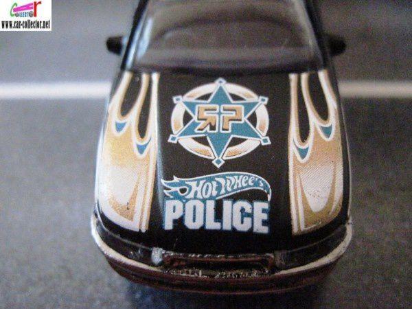 HOLDEN COMMODORE - POLICE CRUISER HOT WHEELS 1/64.