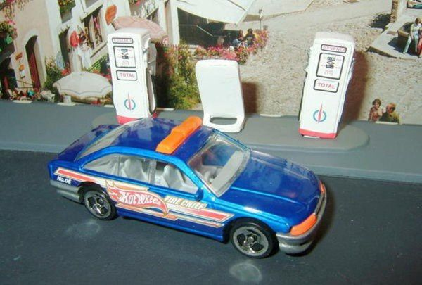 police-cruiser-holden-commodore-blue-2002-227-hot-wheels