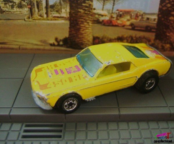 ford-mustang-stocker-flying-colors-series-hot-wheels-1983