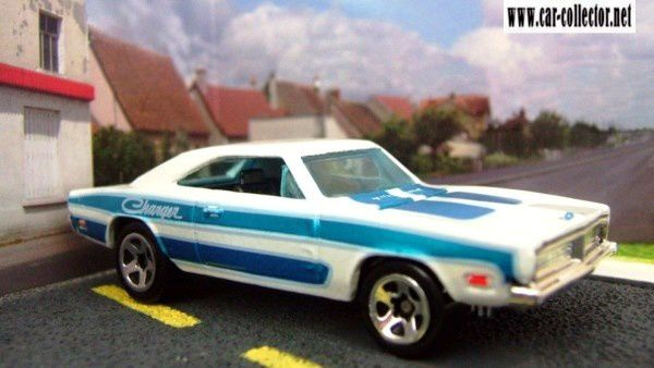 69-dodge-charger-engine-revealers-series-2007-058-hot-wheels